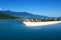 Lang Co Bay. Source: http://static.panoramio.com/photos/large/57952456.jpg